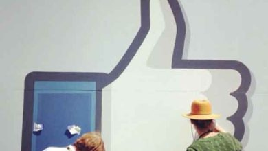 Seins nus et texte xénophobe pour défier Facebook
