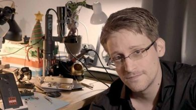 Photo of Edward Snowden soutient la journaliste qui exposé les violations d'Aadhaar