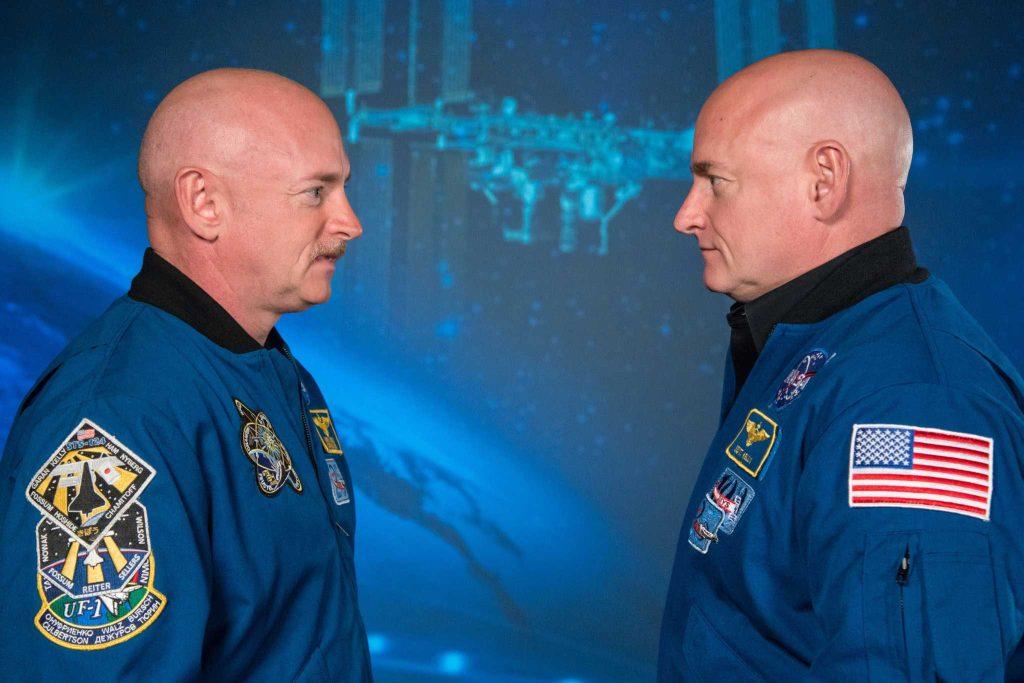 Mark Kelly, à gauche, et son frère jumeau, Scott.