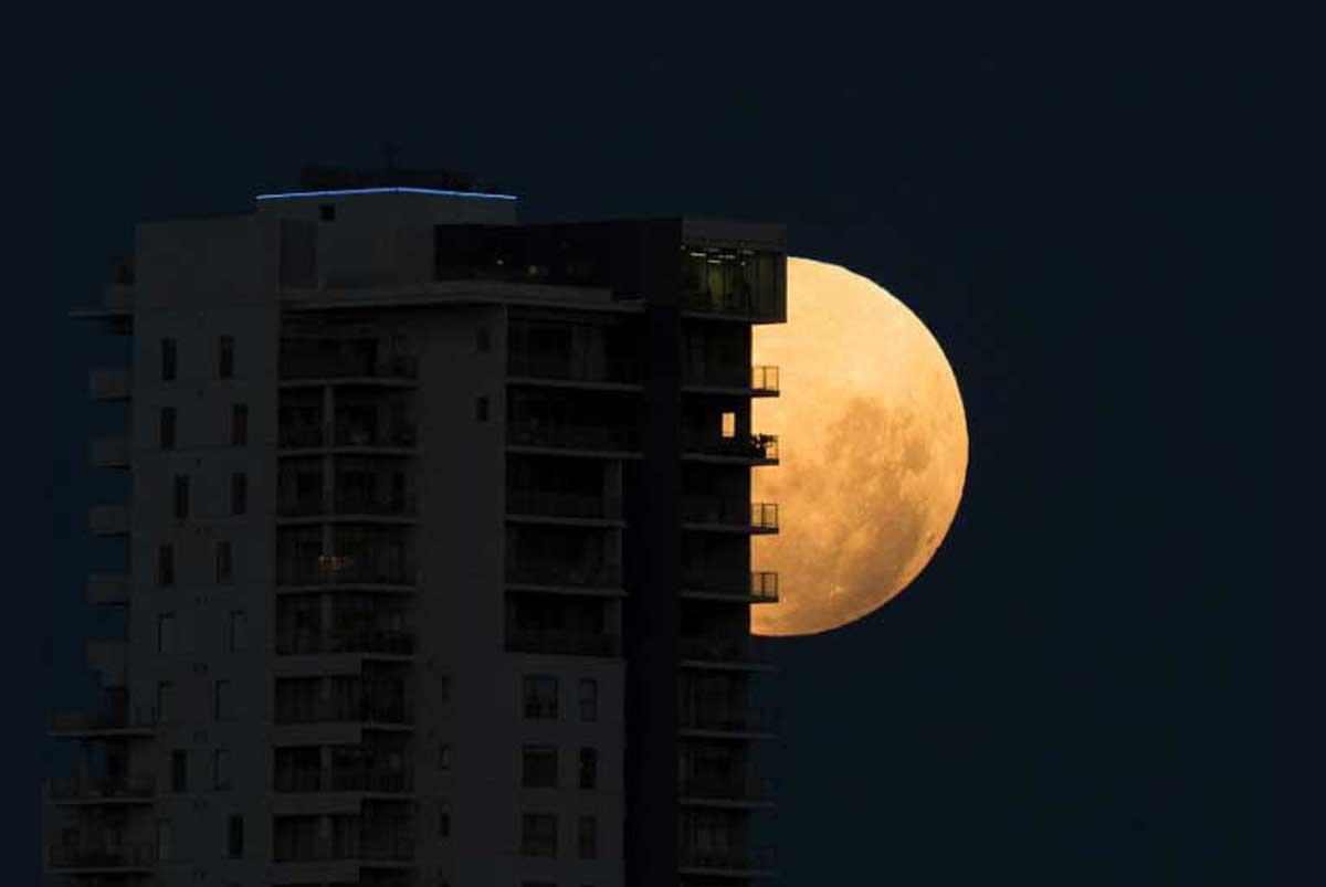 Oui, il y a une pleine lune ce soir, mais ce ne sera pas rose