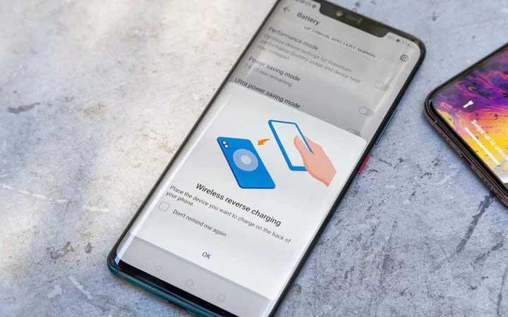 Le Huawei Mate 20 Pro a été le premier téléphone à offrir la recharge inversée sans fil.