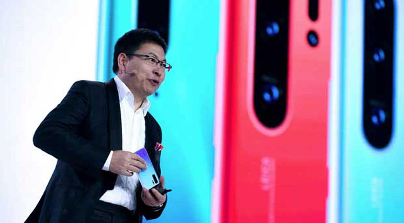 Richard Yu, PDG du groupe entreprises grand public de Huawei lors du lancement de la P30 Pro.