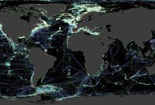 Photo of Des scientifiques travaillent sur une carte mondiale des fonds marins