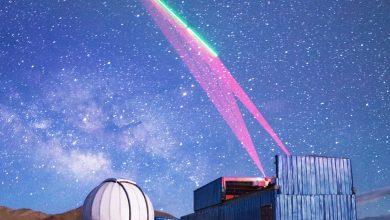 Une station terrestre chinoise communique avec le satellite de communication quantique.