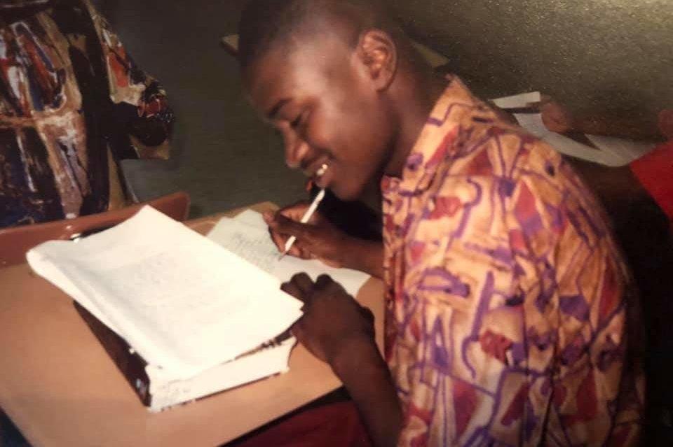 Floyd dans une salle de classe du lycée Jack Yates à Houston. Il était un athlète de football et de basket-ball bien connu.