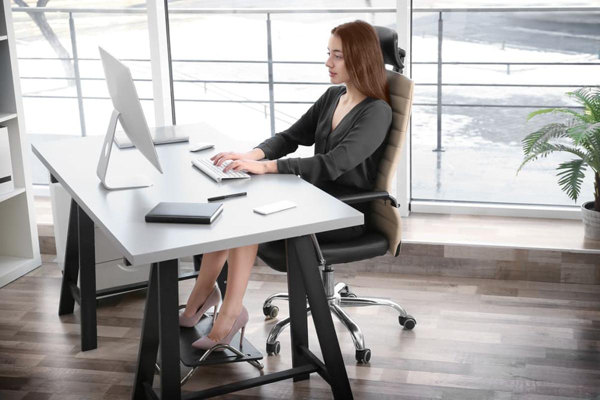 Bonne posture : comment s'asseoir correctement devant un ordinateur