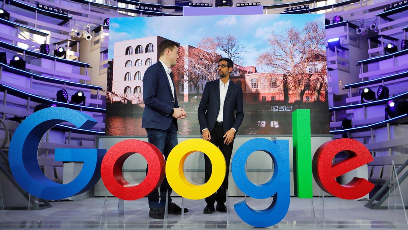 Sundar Pichai, le PDG de Google, et Philipp Justus, vice-président de Google pour l'Europe centrale, à Berlin, en Allemagne, le 22 janvier 2019.