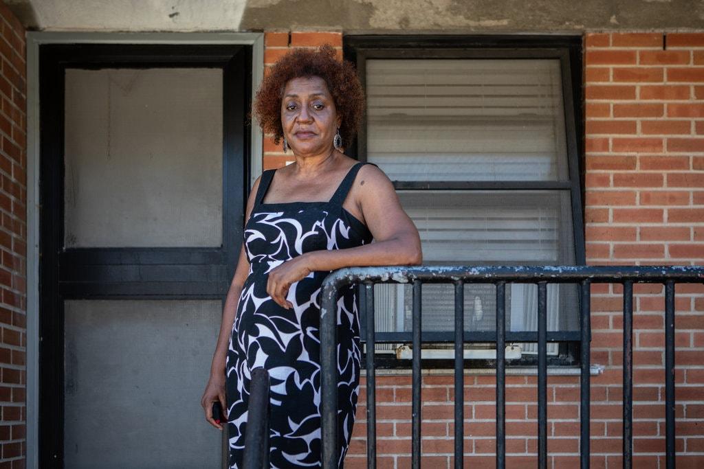 Veronica DeBoest a déclaré que la mère de Floyd, Larcenia Floyd, était l'une des responsables du complexe de logements de Cuney Homes.