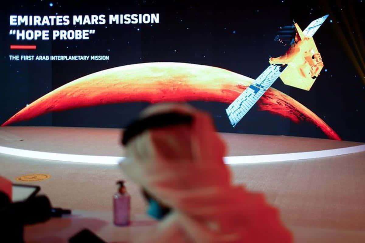 Une représentation de Mars et de la sonde Hope est vue au Centre spatial Mohammed bin Rashid