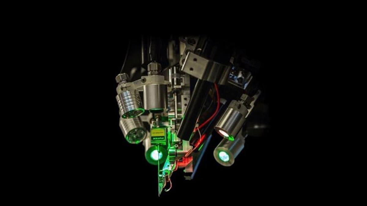 Le robot qui a effectué les interventions pour implanter les fils.