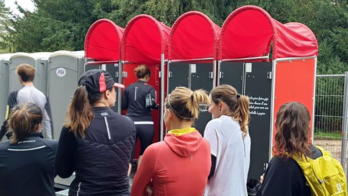 MadamePee espère que les urinoirs pour femmes permettront de raccourcir les files d'attente lors d'événements tels que les festivals et les marathons.