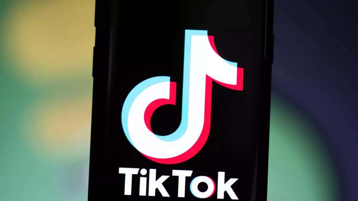 TikTok est une application assez populaire auprès des adolescents. Il permet d'ajouter de la musique et des effets à des vidéos courtes.