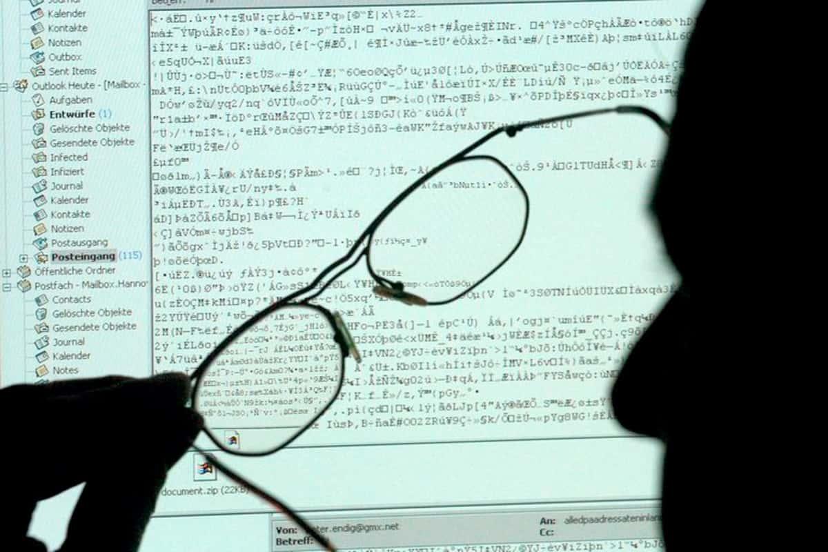 Apprendre aux employés à reconnaître les sites web et les messages de phishing faux ou dangereux est essentiel pour la sécurité.