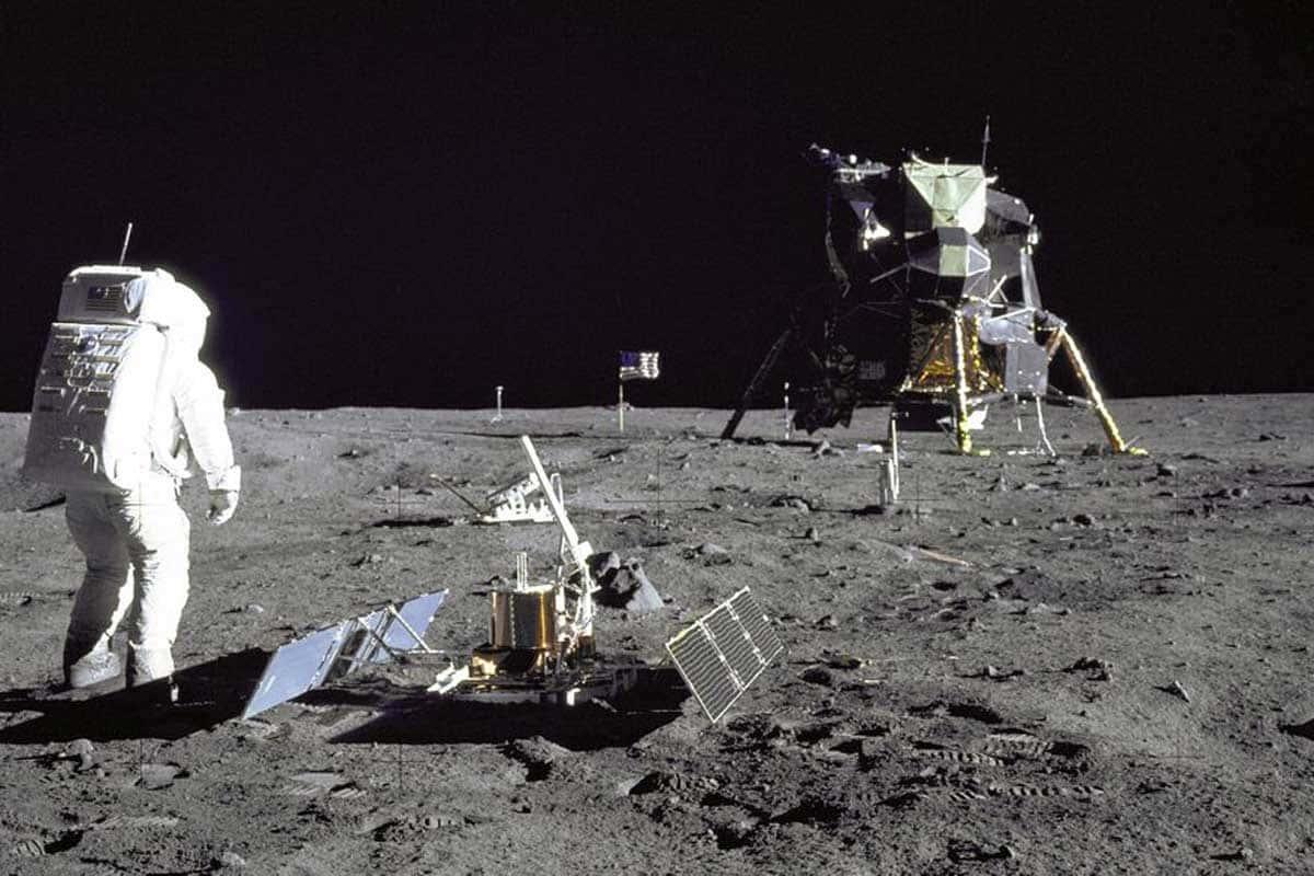 La théorie de la Lune Creuse est née après que l'équipage d'Apollo 12 ait volontairement laissé tomber le module lunaire sur la surface de la Lune.